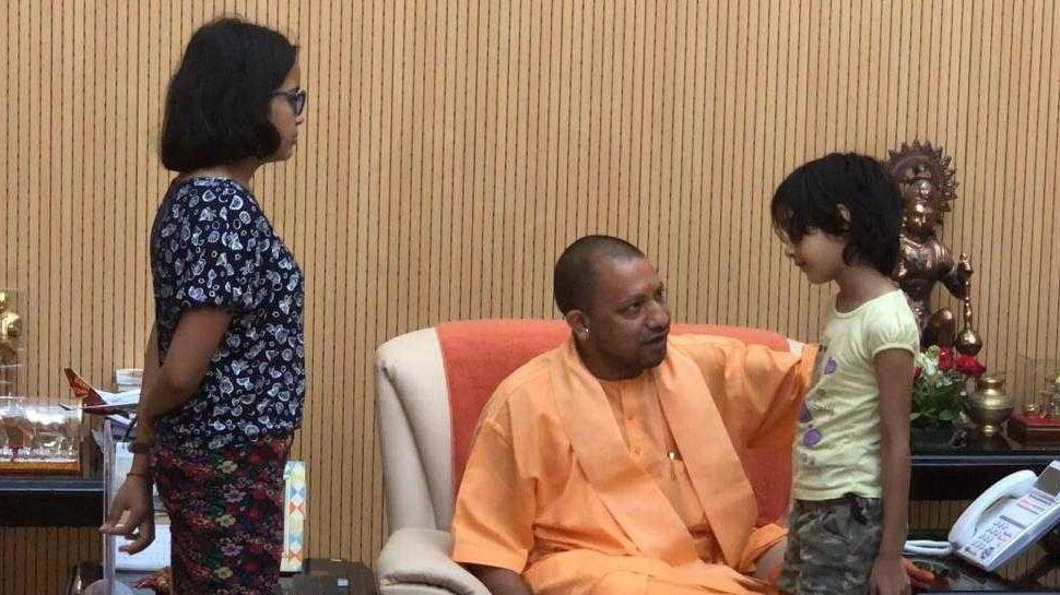 Image result for मुख्यमंत्री योगी से विवेक तिवारी की पत्नी ने आवास पर ही की मुलाकात