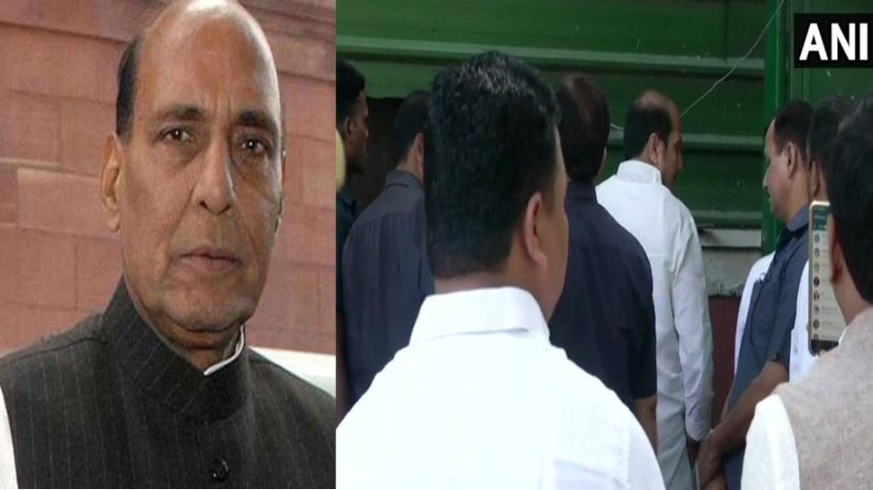 LIVE : किसानों की मांगें सुनने गाजीपुर बॉर्डर जा सकते हैं गृह मंत्री राजनाथ सिंह