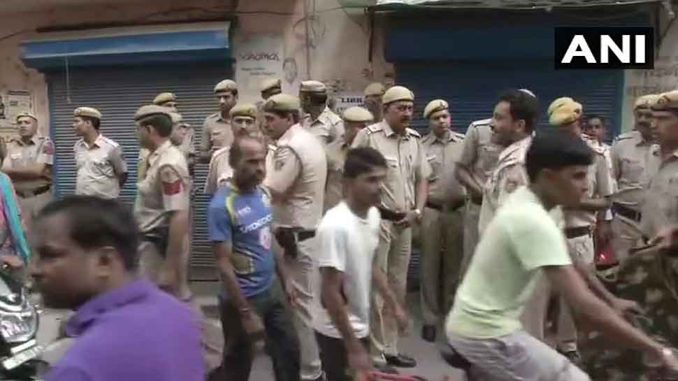 दिल्ली में ट्रिपल मर्डर से सनसनी, एक ही परिवार के 3 लोगों की चाकू मारकर हत्या