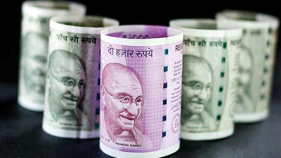 रिकॉर्ड स्तर तक गिरने के बाद संभला रुपया, डॉलर के मुकाबले 9 पैसों की मजबूती के साथ हुआ बंद