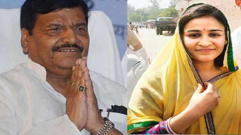 मुलायम के बाद बहु ने भी शिवपाल के साथ साझा किया मंच, कहा- 'चाचा जी हमारे चहेते नेता'
