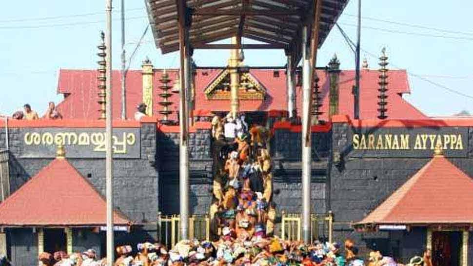 सबरीमाला मंदिर खुलने से पहले तनाव, बेस कैंप में भक्तों ने महिलाओं को रोका