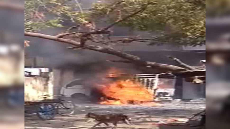 Image result for गोरखपुर : पार्क में पटाखों से भरी हुई खड़ी एक गाड़ी में हुआ धमाका