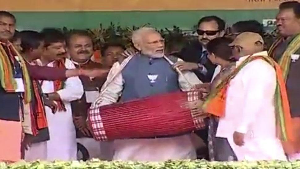 LIVE: अंबिकापुर में पीएम मोदी ने साधा विपक्ष पर निशाना, कहा- 'प्रदेश को बदनाम करने की हो रही कोशिश'
