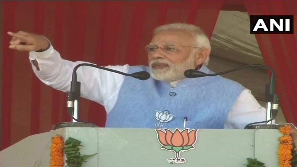 अयोध्या विवाद पर पहली बार बोले PM मोदी, 'राम मंदिर पर रोड़े अटका रही है कांग्रेस'