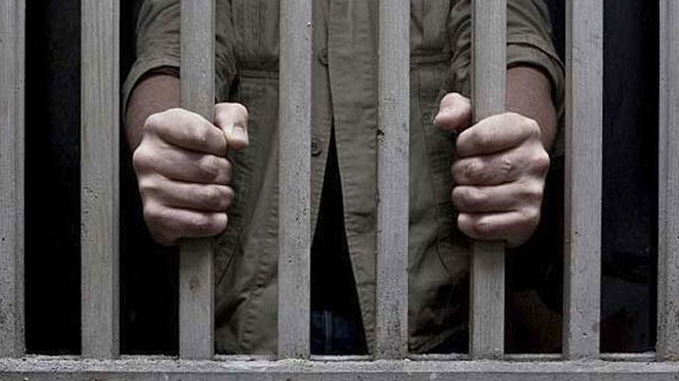 सिंगापुर : भारतीय ने की महिला के साथ छेड़छाड़, पुलिस ने भेजा जेल