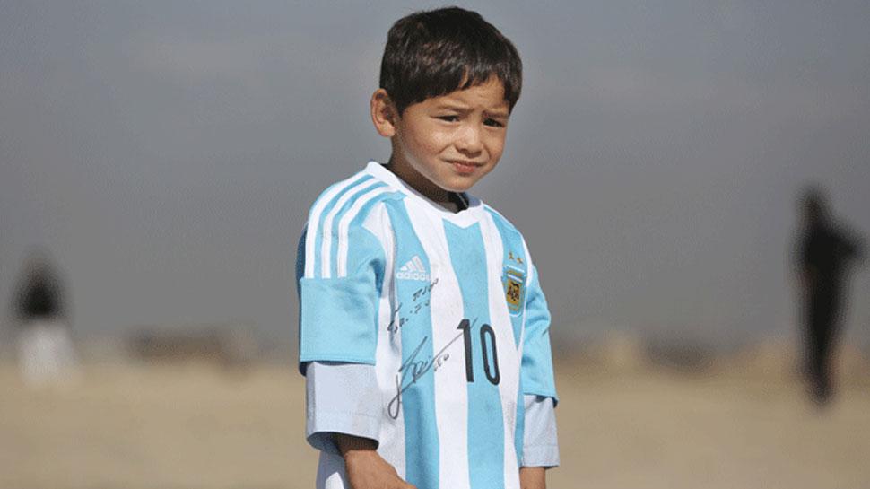 लियोनल मेसी का नन्हा अफगान फैन हुआ बेघर, कहा- 'मुझे यहां से ले जाइए'