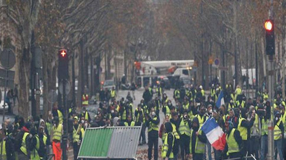 फ्रांस में येलो वेस्ट प्रदर्शन के दौरान 1700 से अधिक लोग गिरफ्तार