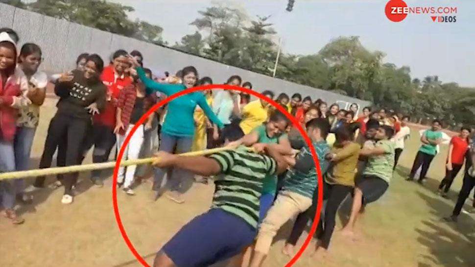 VIDEO: खेलते-खेलते जमीन पर गिरा छात्र और चली गई जान, वजह जानकर हो जाएंगे हैरान