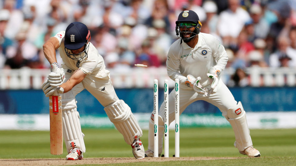 Alastair cook bowled by R Ashwin