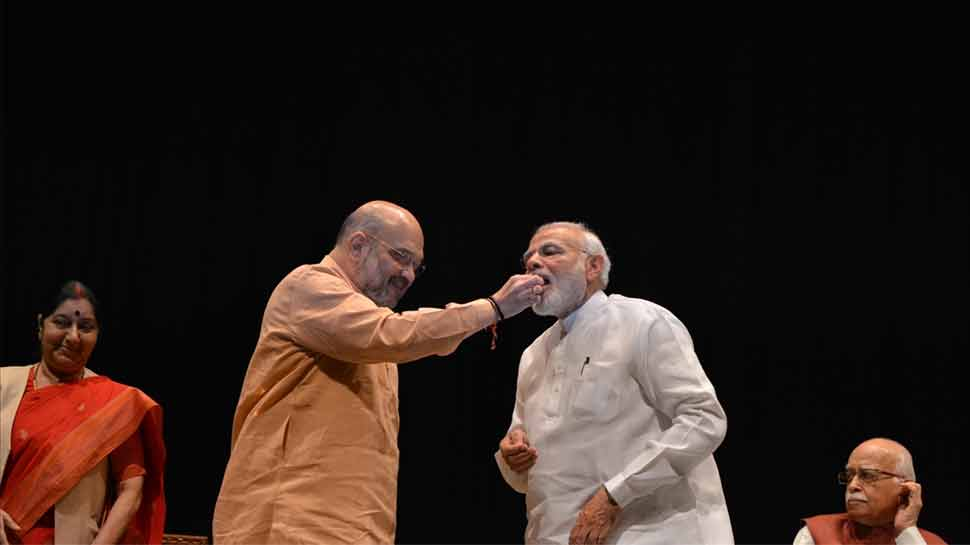 Image result for मुद्दत बाद BJP हेडक्वार्टर में मंच पर 1 नहीं