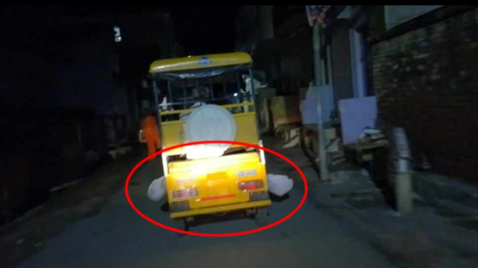 incident to carry the deadbody on rickshaw in banda