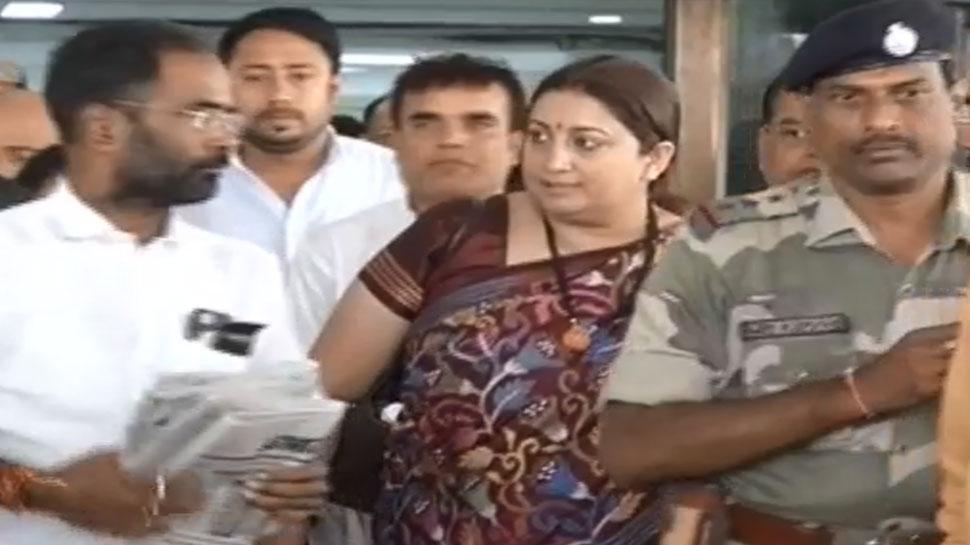 Bihar BJP leader Smriti Irani shown black Flag in Gopalganj
