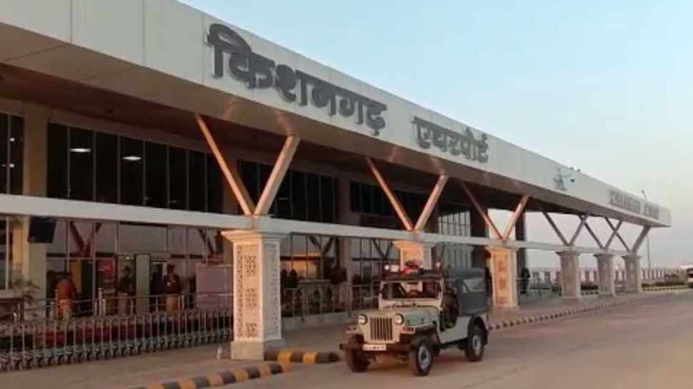 Raja Bhaiya father arrested in Kishangarh airport along with 11.50 lakh rupees