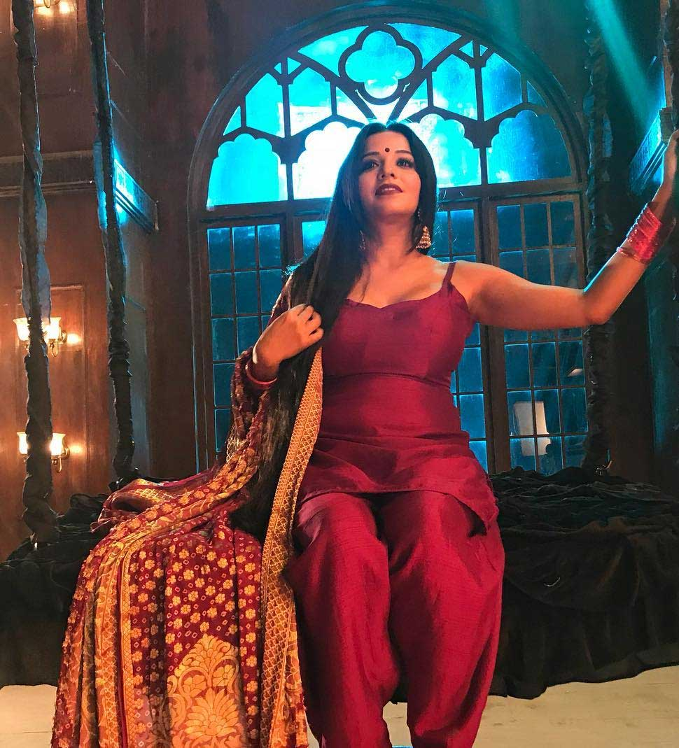 bhojpuri and TV serial Nazar Actress Monalisa Loves her 800 Dupattas
