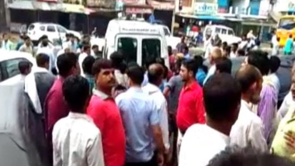roadways bus hits e-rickshaw in saharanpur, Two students die, 6 injured