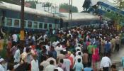 मुजफ्फरनगर ट्रेन हादसा: हादसे की जगह से कुछ दूरी पर ट्रैक पर चल रहा था मरम्मत का काम