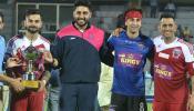 फुटबॉल मैच में धोनी के सामने छूटे रणबीर के पसीने, 'विराट सेना' ने 7-3 से जीता मैच