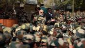 कश्मीर में जवानों के साथ पीएम मोदी की दिवाली, कहा- सैनिकों का जीवन तपस्या है
