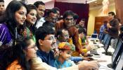 दिवाली पर मुहूर्त कारोबार: शेयर बाजार में उछाल, सोना-चांदी गिरे