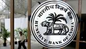 बैंक खातों को आधार से लिंक करना अनिवार्य, RBI ने दिया स्पष्टीकरण