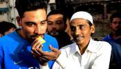 क्रिकेटर सिराज ने निभाया पिता से किया वादा, रोका ऑटो चलाने से