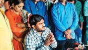 गुजरात चुनाव: हार्दिक की मुश्किलें बढ़ीं! करीबी छोड़ रहे साथ, कांग्रेस से नहीं बन पा रही बात