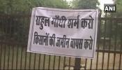 'राहुल गांधी शर्म करो, किसानों की जमीन वापस करो': अमेठी में किसानों का प्रदर्शन