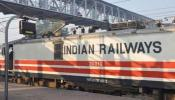 विरोध-प्रदर्शन के बीच रेलवे ने दी खुशखबरी, भर्ती परीक्षाओं में उम्र सीमा में दी छूट