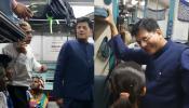 रेल मंत्री पीयूष गोयल ने की कावेरी एक्सप्रेस की सवारी, यात्रियों से पूछा, कोई परेशानी तो नहीं?