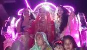 VIDEO: बिना दहेज की शादी में निकली दुल्हन की बारात, दूल्हा करता रहा इंतजार