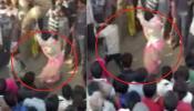 हैवानियत: महिला को पेड़ से लटकाकर बेल्ट से पीटता रहा पति, VIDEO बनाती रही भीड़