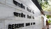 RBI का इस बैंक के ग्राहकों को झटका, खाते से सिर्फ 1000 रुपये ही निकाल पाएंगे