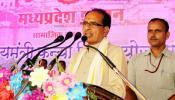 CM शिवराज दे रहे थे भाषण, लंदन से अचानक आया PM मोदी का फोन और बदल गया माहौल...
