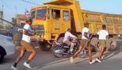 पोखरण: सेना के जवानों और पुलिसकर्मियों के बीच छिड़ी 'जंग', ताबड़तोड़ बरसाई लाठियां