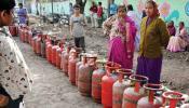 उज्जवला योजना के लाभार्थियों का दर्द, दोबारा सिलेंडर भरवाने के लिए 800 रुपये कहां से लाएं