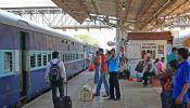 8-14 घंटे की देरी से चल रही हैं ट्रेनें,  एक-दो माह तक जारी रह सकती है समस्या!