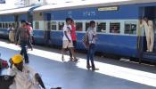 कन्फर्म नहीं हुआ टिकट तो भी करें ट्रेन सफर, रेलवे की इस स्कीम का उठाएं फायदा
