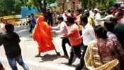 VIDEO : वाजपेयी को श्रद्धांजलि देने गए स्वामी अग्निवेश पर भाजपा दफ्तर के बाहर हमला