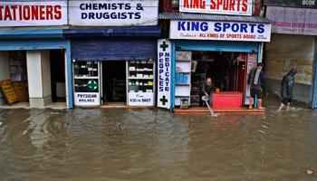 कश्मीर में फिर आई बाढ़, झेलम नदी में पानी खतरे के निशान से ऊपर