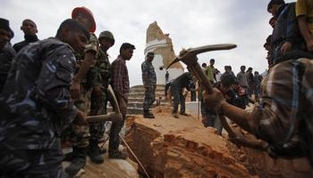 नेपाल भूकंप LIVE अपडेट : मृतकों की संख्या 1500 के पार, सी130-जे विमान ने भारतीयों को निकाला