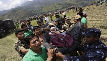 नेपाल में भूकंप से मरने वालों की संख्या 4000 के पार, आवश्यक चीजों की किल्लत से गहराया संकट