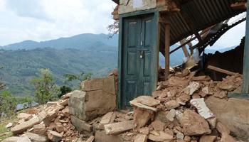 LIVE: नेपाली पीएम सुशील कोइराला बोले- 10000 हो सकती है भूकंप में मरने वालों की संख्या