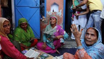 दादरी हत्याकांड : अखलाक की फैमिली दिल्ली शिफ्ट, बिसहड़ा में पुलिस ने निकाला शांति मार्च