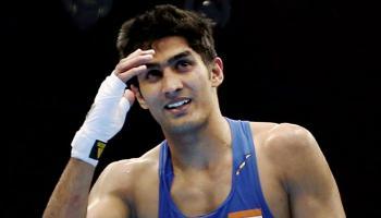 अपने पहले प्रोफेशनल बॉक्सिंग में जीते विजेंदर सिंह, ब्रिटेन के सोनी विटिंग को हराया