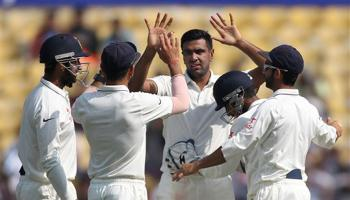 नागपुर टेस्ट, दूसरा दिन LIVE: भारतीय फिरकी के जाल में फंसे द. अफ्रीकी बल्लेबाज, भारत के खिलाफ न्यूनतम स्कोर