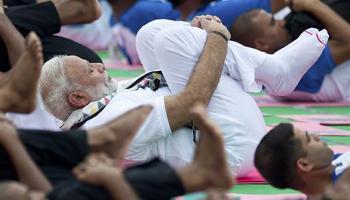 अंतरराष्ट्रीय योग दिवस : चंडीगड़ में योग करते पीएम मोदी