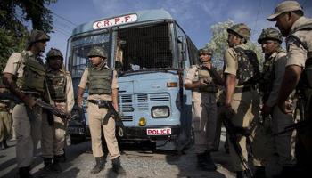 कश्मीर : पंपोर में CRPF की बस पर आतंकी हमला; 8 जवान शहीद, 2 आतंकवादी मारे गए