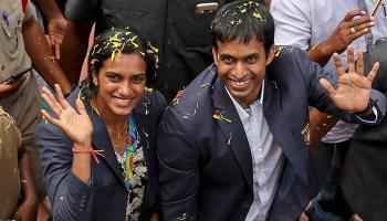 'सिल्वर गर्ल' पीवी सिंधु का हैदराबाद में जोरदार स्वागत