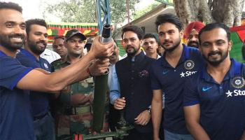 जवानों के साथ टीम इंडिया ने मनाई दिवाली